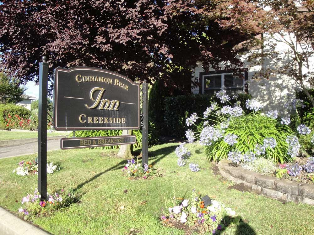 Cinnamon Bear Creekside Inn