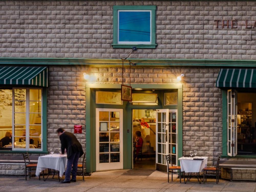 Cafe La Haye - Sonoma Plaza